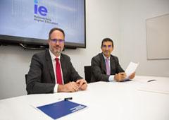 Luis Fernando Guerra, socio director de Deloitte Legal (derecha) y Javier de Cendra, decano del IE Law School (izquierda)