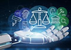 Iconos de justicia encima de una mano robótica