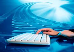 Una mano sobre un teclado