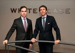 A la izda., Ignacio Madalena, Counsel de White & Case en España, y Juan Manuel de Remedios, socio director de White & Case en España.