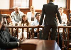 Abogado hablando en un juicio