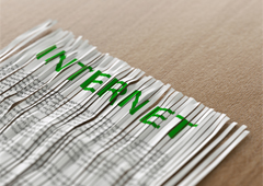 Papel con el título internet