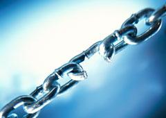 Una cadena con un eslabón roto
