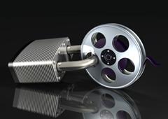 Un rollo de película con un candado