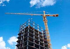 construcción y grúa