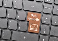 Teclado de ordenador con la palabra Data Analytic