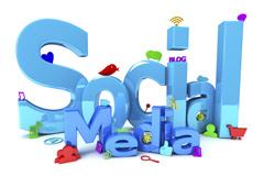 Manos con bocadillos con iconos de redes sociales