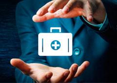 Una persona con maletín sanitario