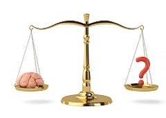 Una balanza de justicias con un cerebro