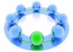 Canicas de color azul excepto una de color verde formando un círculo