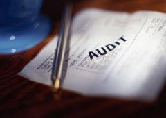 Un papel con las palabra audit.