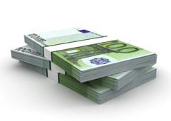 3 fajos de billetes de 100 euros apilados