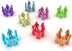 Varios grupos de muñequitos de colores