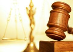 Maza y balanza de justicia