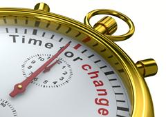 Un reloj donde aparece escrito 'time for change'